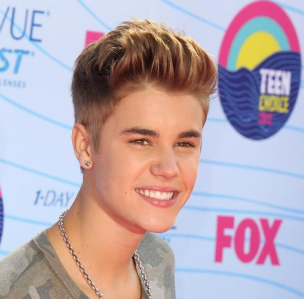 Justin-Bieber-feels-all-used-and-abusedand-Simon-Cowell-is-to-blame
